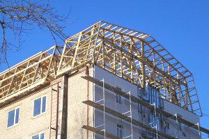 Реконструкция плоской крыши многоквартирного дома на скатную жилую мансарду в Запорожье