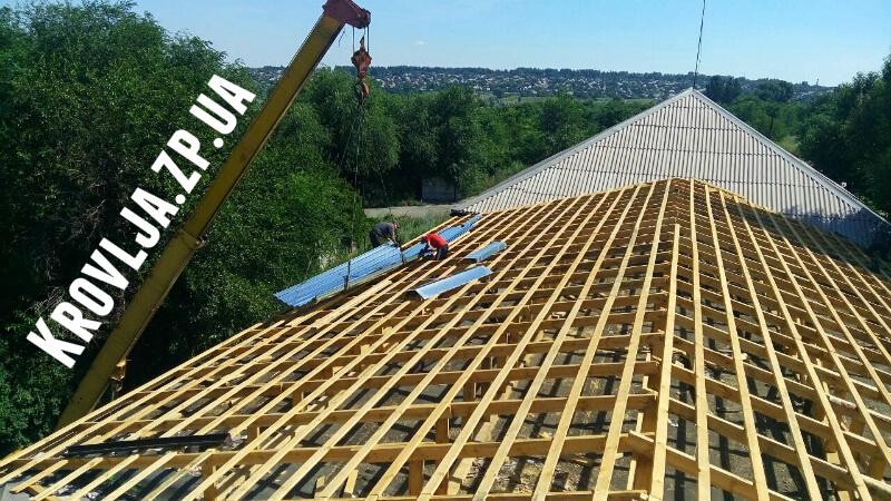 Строительство крыши с кровлей из профнастила в Запорожье по низким ценам