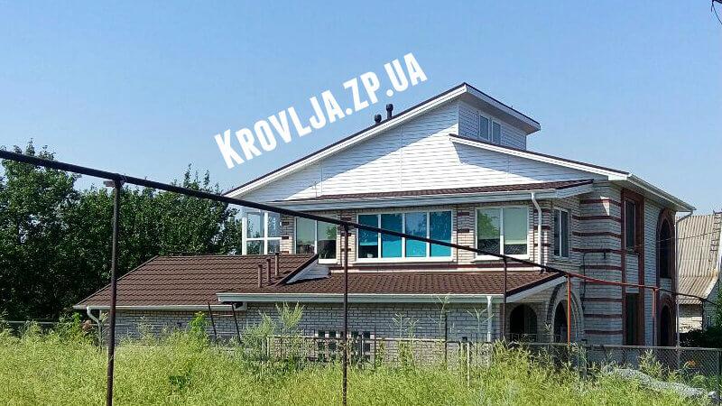 Крыша перекрытая композитной черепицей компанией Кровля-Строй в Запорожье