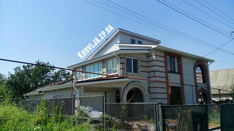 Перекрыли крышу дома в Запорожье композитной черепицей